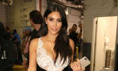 Ким Кардашьян получила $700 тысяч за селфи на вечеринке