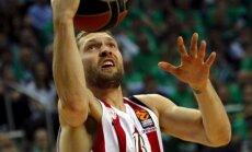 Strēlnieks ar deviņiem punktiem kaldina pārliecinošu 'Olympiakos' uzvaru noslēdzošajā mačā Grieķijā