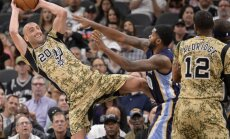 'Spurs' bez Bertāna palīdzības NBA mačā uzvar 'Grizzlies'