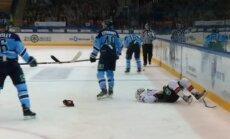 Video: KHL atceļ noraidījumu līdz spēles beigām 'Sibirj' aizsargam