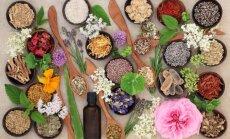 Mūsdienu alķīmija: ziedi un saule rasas pilienā. Nav medicīna, bet dziedina
