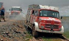 Lemti nepadoties: kā latviešu ceļotāji pārsteidza ķīniešus, ar ugunsdzēsēju mašīnām braucot pat pāri upēm