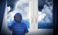 Mēnessērdzība bērnam jeb Staigāšana miegā. Kad vecākiem jāsāk uztraukties