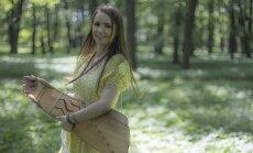 Noklausies! Inga Karpiča izdzied saulgriežu meditāciju 'Lūgšana saulei'