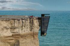 Eksotiska māja virs okeāna un pāri klints malai