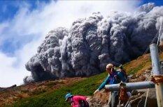 ВИДЕО: Извержение вулкана Онтакэ с расстояния в несколько сотен метров