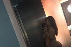 Kardašjanas atklātākais selfijs - stāvoklī pozē kaila