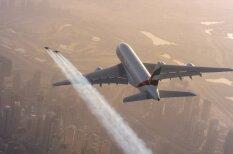 Сорвиголовы с реактивными ранцами полетали рядом с Airbus A380 (безумное видео)