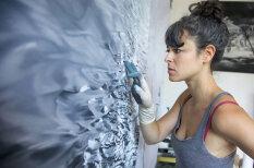 Māksliniece ar pirkstiem rada neticami reālistiskus jūras skatus