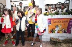 Comedy Latvia: kā latviešu rotaļas degradē bērnus
