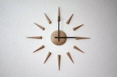 Liepājā darināti koka pulksteņi gūst lieliskas atsauksmes