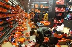 """Жадные до скидок """"Черной пятницы"""" покупатели разгромили магазин Nike"""