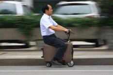 Китаец превратил чемодан в электроскутер