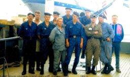 Kuģa apkalpe,kas eskortēja lāpu 1992.g.