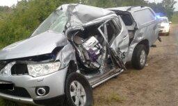 Smagā divu automašīnu avārijā Bērzaunes pagastā cieš divi cilvēki