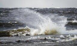 В море возле Юркалне перевернулась лодка: два человека пропали без вести