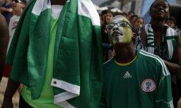 Болельщик сборной Нигерии во время чемпионата мира по футболу упал с крыши