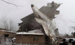 Kirgizstānā turku lidmašīna uzkrīt ciemam; vismaz 32 bojāgājušie
