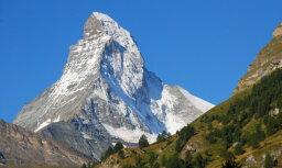 Альпинисты подняли флаг Латвии над самой высокой вершиной в Европе