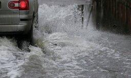 В Риге из-за прорыва водопровода затоплена улица Катринас дамбис