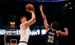 Porziņģa 26 punkti sekmē 'Knicks' uzvaru derbijā; Bertāna 10 punkti neglābj 'Spurs' no zaudējuma pastarītei