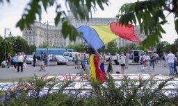 Rumānijā protestētāji sarīko demonstrāciju parlamenta ēkā