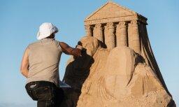 ФОТО: Как рождается чудо - в Елгаве готовятся к фестивалю песчаных скульптур