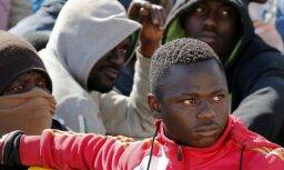 ES nākamajos gados varētu uzņemt 60 tūkstošus bēgļu; konkrēts risinājums gaidāms jūlija beigās