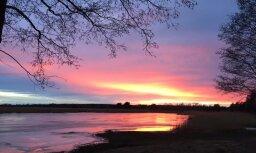 Neierasti krāsains saulriets Vakarbuļļos – aculiecinieka acīm