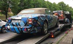 Video: Rīgā ierodas bagāto un vareno rallija 'Gumball' automobiļi