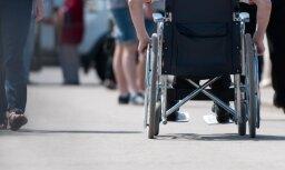 'airBaltic' reisā neielaiž bērnu ratiņkrēslā pēc operācijas; uzņēmums nebija informēts par zēna stāvokli