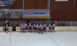 Video: Baltkrievijā grandiozu kautiņu sarīko Krievijas un Slovākijas jaunie hokejisti