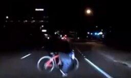 Video: Kā 'Uber' pašbraucošais auto Arizonā notrieca cilvēku