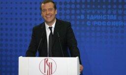 Медведев пообещал подумать об упрощении выдачи российского гражданства