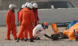 Pirmie sezonas testi Barselonā Alonso atkal beidzas pēc dažiem apļiem