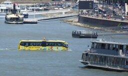 ФОТО: Круто! В Венгрии автобусы плавают по рекам