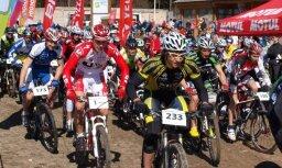 Fotoreportāža: Ventspilī norisinās pirmais kalnu velosipēdu maratons