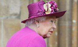 Английская королева страдает из-за утраты своего любимого пса