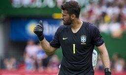 'Liverpool' tomēr neplāno papildināt sastāvu ar brazīliešu vārtsargu Bekeru