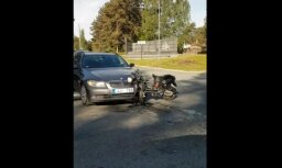 ВИДЕО: В Баложи BMW и мотороллер не поделили дорогу