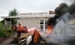 Francijas dzelzceļnieki ieņēmuši vienu no 'SNCF' birojiem