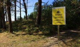 В Лиепае после гибели мальчика около дюны установлены предупреждающие знаки