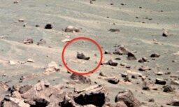 NASA fotogrāfijā no Marsa saskatīta pamesta kurpe