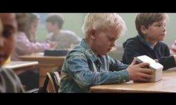 Video: Aizkustinošs sociālais projekts par bāreņiem kļūst par hitu internetā