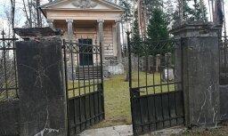Foto: Lasītāja sašutusi par kultūras pieminekļa 'Gārsenes kapu kapliča' slikto stāvokli