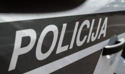 Автомобиль врезался в бетонное ограждение: пострадали водитель и пассажирка