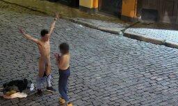 Старая Рига: в День всех влюбленных турист из Испании разделся прямо на улице