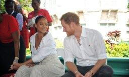 Foto: Princis Harijs un Rianna veic HIV testu