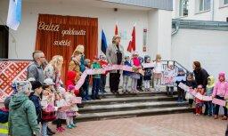 Foto: Baltā galdauta svētku brokastis Rīgas 49. pirmsskolas izglītības iestādē