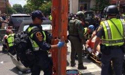 ВИДЕО: Автомобиль врезался в группу протестующих в Виргинии